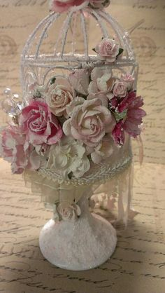 Kitty'sScrapPost: Shabby Chic Bird Cage on a pedestal Shabby Chic Crafts, Shabby Chic Pink, Shabby Chic Kitchen, Shabby Chic Cottage, Shabby Chic Decor, Floral Centerpieces, Flower Arrangements, Decor Crafts, Diy And Crafts