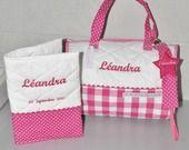 Box cadeau naissance: protège carnet de santé+sac+ attache-tétine/sucette bébé rose personnalisés brodés au prénom de l'enfant : Puériculture par lbm-creation
