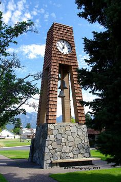 There is a small park like setting near the tower just to the right of the Arch. Big Clocks, Unique Clocks, World Clock, Outdoor Clock, Montana Homes, World Street, World Watch, Big Sky Country, Time Clock