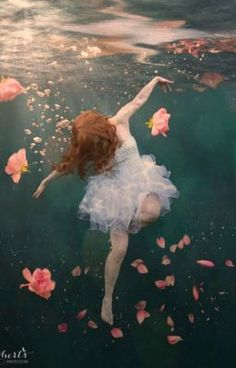 How to fake an underwater photo with Photoshop. How to fake an underwater photo with Photoshop. Underwater Drawing, Underwater Photos, Underwater Photography, Fine Art Photography, Improve Photography, Photography Photos, Street Photography, Landscape Photography, Fashion Photography