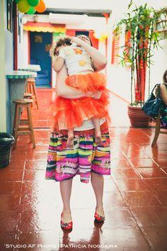 #festa #party #family #love #mother #daughter #color #hug #familia #amor #mae #filha #laranja