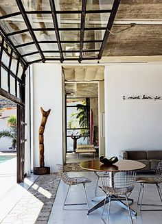 Cape town, South Africa.   Photographer Jean-Marc Lederman's house with architect Gregory Nortje.   Porte fenêtre rétractable.