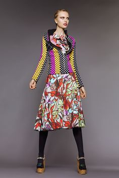 Duro Olowu is a master at presentations. I love everything makes the models so elongated and the the way he took a structural approach to his vintage prints. thestyleweaver.com Fall 2015 Ready-to-Wear