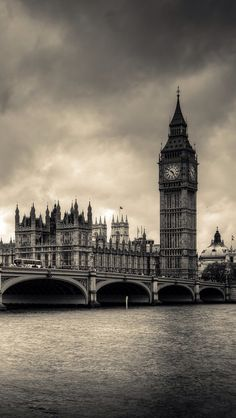 Big Ben;  iPhone Wallpaper.