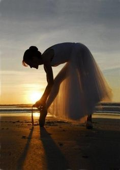 Ballet on the beach! When I am a ballerina this would be ideal, but I dance on the beach in a different way, I dance with waves:) Shall We Dance, Just Dance, Dance Photos, Dance Pictures, Le Clown, Dance Like No One Is Watching, Ballet Photography, Ballet Beautiful, Simply Beautiful