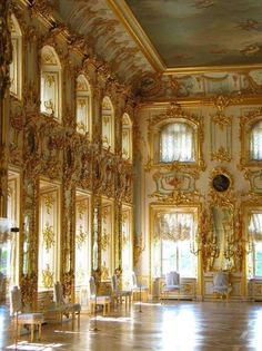 The Summer Palace, Saint Petersburg, Russia. I've visited this palace! x) stunning decoration & architecture, so breath taking! Trianon Versailles, Chateau Versailles, Palace Of Versailles, Beautiful Architecture, Beautiful Buildings, Architecture Design, Beautiful Places, Gothic Architecture, Ancient Architecture