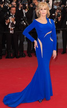 2015 Cannes: Jane Fonda is wearing a bright blue long sleeve Versace gown with cutouts. She can work cutouts and a sexy Versace gown perfectly! Work it, Jane!