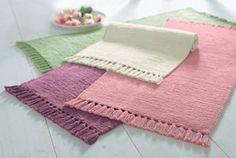 Chenillekarpet in de online shop   OTTO 19,95 p.s. & dan twee stuks in de kamer; een groene en een roze....