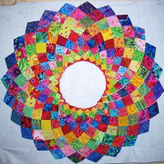 Free Giant Dahlia pattern and follow-along instructions from Mojo Quilt Designs.