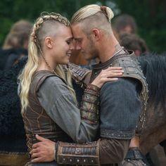 Vikings Tv Show, Ragnar Vikings, Viking Shop, Viking Life, Viking Warrior, Bracelet Viking, Viking Jewelry, Lagertha, Viking Aesthetic