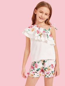 To find out about the Girls Asymmetric Shoulder Floral Ruffle Top & Shorts Set at SHEIN, part of our latest Girls Two-piece Outfits ready to shop online today! Girls Fashion Clothes, Kids Outfits Girls, Kids Fashion, Girl Outfits, Girls Dresses, Fashion Outfits, Camouflage Hoodie, Cute Young Girl, Two Piece Outfit
