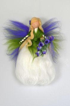 ROSEN- FEE  ELFE Jahreszeitentisch  Märchenwolle Needle Felted Animals, Felt Animals, Diy Arts And Crafts, Felt Crafts, Wet Felting, Needle Felting, Diy Laine, Felt Angel, Felt Fairy