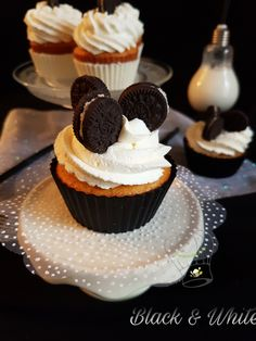 CupCake Black and White - Gourmandise Assia Fondant, Cupcakes, Picsart, Muffins, Black And White, Desserts, Eat, Food Porn, Vacation