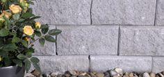 Aaltvedt Pyntemur  Foruten at den er et dekorativt element, kan den også gjøre nytte for seg som avslutning av en skrånende tomt eller for å lage ulike platåer i hagen.