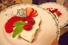 Chin Chin cheesecake with raspberry and lime coulis and fresh mint! Fresh Mint, Raspberry, Cheesecake, Lime, Chin Chin, Sweets, Desserts, Food, Tailgate Desserts