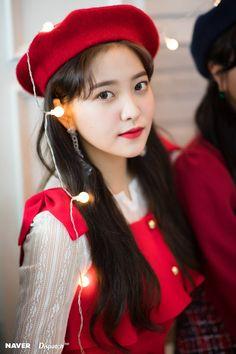 Red Velvet's Yeri - Girl group maknae Christmas party by Naver x Dispatch. Seulgi, Kpop Girl Groups, Korean Girl Groups, Kpop Girls, Sooyoung, Red Velvet イェリ, Red Valvet, Kim Yerim, South Korean Girls
