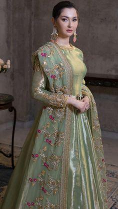 Mehndi/ baraat dress inspo for bride/ grooms side – Wedding Beauty Shadi Dresses, Pakistani Formal Dresses, Indian Gowns Dresses, Pakistani Dress Design, Pakistani Fashion Party Wear, Pakistani Wedding Outfits, Bridal Outfits, Pakistani Bridal Wear, Bridal Lehenga