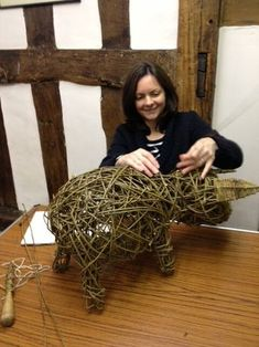 How to weave a willow piglet with basketmaker Eddie Glew of Blithfield Willowcrafts. We show you step by step as we learn the art of willow weaving Chicken Wire Art, Chicken Wire Sculpture, Wood Sculpture, Garden Sculpture, Bowling Ball Art, Basket Drawing, Birthday Party At Home, Outdoor Garden Statues, Wood Craft Patterns