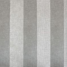 Diseño basado en líneas rectas gris claro y plata en este papel pintado de la colección Rayas de Parati.