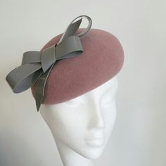 Pink winter hat with grey patent bow Fascinator, Winter Hats, Anna, Bows, Grey, Stuff To Buy, Fashion, Arches, Gray