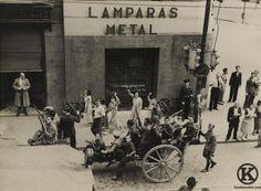 Mujeres saludando a los milicianos que regresan de Carabanchel (1936)
