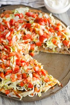 This easy homemade Taco Pizza is a family friendly recipe with delicious Mexican flavors! It is a simple weeknight dinner made with refried beans, seasoned ground beef and fresh vegetables. Vegetable Pizza Recipes, Taco Pizza Recipes, Mexican Food Recipes, Beef Recipes, Dinner Recipes, Veggie Pizza, Baking Recipes, Dinner Ideas, Pizza