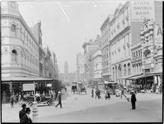 Elizabeth St,Melbourne in Victoria in the 1910s,looking south towards Flinders Street Railway Station from Bourke St. •State Library of Victoria•