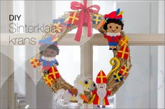DIY: Sinterklaas versiering, sinterklaas krans - Nobody ELSe Saint Nicolas, Diy Workshop, Some Body, Kinds Of Salad, Food Crafts, Christmas Decorations, Holiday Decor, Ceramic Beads, Christmas And New Year