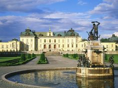 #PinStockholm Royal Palace in Stockholm. Sweden is one of a few European monarchies that have preserved their historic significance during centuries. The tremendous history of Swedish royalty has found its reflection in the national culture, traditions and, of course, architecture.