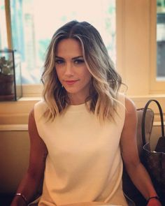 Jana Kramer medium length hair style love it!!