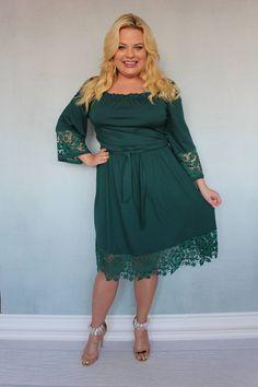 Sukienka Tonia. Przepiękna i niezwykle urocza sukienka, która niezaprzeczalnie wzbudzi zachwyt otoczenia. Połączenie wysokogatunkowego materiału i przepięknej gipiury daje zachwycający niespotykany efekt. Bardzo modny dekolt wykończony gumką pięknie podkreśli i wydłuży szyję. Sukienka jest odcinana w pasie i delikatnie przymarszczona gumką. Cold Shoulder Dress, Dresses With Sleeves, Long Sleeve, Pictures, Fashion, Photos, Moda, Gowns With Sleeves, Fashion Styles
