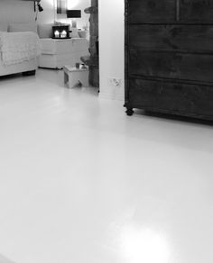 white floor (painted, betolux akva)