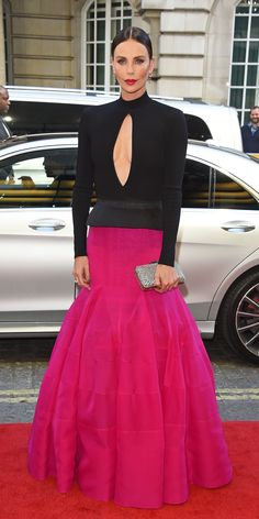 Charlize Theron attended the premiere of Longshot in a Givenchy gown and accesso. - Celebrity Style Week: Celebrity Style Fashion and Latest Trends Charlize Theron Style, Givenchy, Green Pumps, Romantic Outfit, Romantic Clothing, Romantic Fashion, Glamour, Spring Jackets, Black Corset
