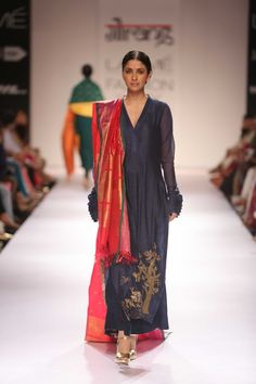 Embroideries and fabrics galore at Gaurang's show at Lakme Fashion Week! Lakme Fashion Week 2015, Fashion Shows 2015, Indian Attire, Indian Wear, Indian Style, Indian Ethnic, Pakistani Outfits, Indian Outfits, Indian Clothes