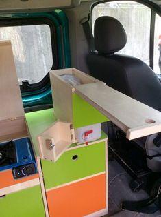 L'aménagement sur mesure permet d'équiper votre véhicule et notamment les fourgons suivant le cahier des charges que vous aurez établi en fonction de vos besoins et souhaits.  Dans ce RenaultTrafic long 9 places vitré, [...]