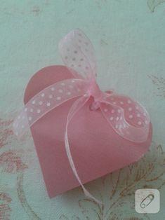 Kalp şeklinde hediye paketi yapımı
