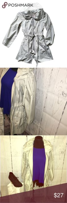 Simply Vera Vera Wang raincoat NWOT! Size XS but fits up to a M! Runs large! Super cute jacket that adds some style to your outfit! Vera Wang Jackets & Coats Trench Coats
