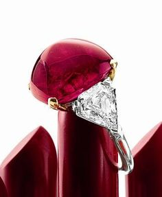 Sotheby's red ruby Bulgari...gorgeous! Ruby Jewelry, High Jewelry, Jewelry Rings, Jewelry Accessories, Jewelry Design, Bulgari Jewelry, Jewlery, Jar Jewelry, Jewelry 2014