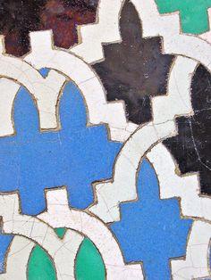 Azulejos Alcazar de Sevilla11 detalle2 | Flickr - Tags      Alcázar     Sevilla     Azulejos     Azulejo     Tiles     Zellige     cerámica     mosaico     alizares     Mudejar     árabe     Quijote     Cervantes     Alhambra     Al-Andalus     Andalucía