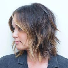 20 Long Choppy Bob Hairstyles for Brunettes and Blondes - Polished Bob With Face-Framing Highlights - Choppy Bob Hairstyles, Layered Bob Hairstyles, Haircuts For Fine Hair, Sleek Hairstyles, Zottiger Bob, Shaggy Bob, Brunette Bob, Langer Bob Blond, Long Choppy Bobs