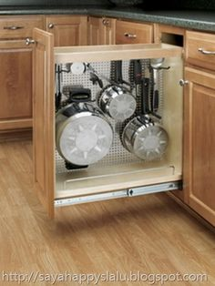 ❧ Pots and pans organizer