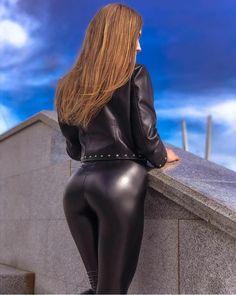Leggings Mode, Shiny Leggings, Girls In Leggings, Leggings Fashion, Leder Outfits, Leather Jeans, Bodysuit, Models, Leather Fashion