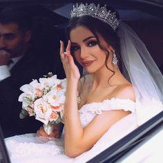 @WeddingForward // Decision,decision...Which one,ladies, 1,2,3,4,5,6,7?   Doubl...