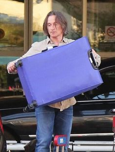 RC arriving in Vancouver 7/14.  Schlepping his own luggage!!!  Now that's a great guy.