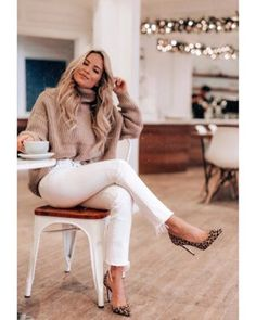 Friday feelsLoving all neutrals lately! Youll die when you find out who makes this stunning. / Dress Casually / casual outfits for women Winter Fashion Outfits, Fall Winter Outfits, Look Fashion, Autumn Fashion, White Jeans Winter Outfit, Outfit Jeans, Stylish Winter Outfits, Classy Fashion, Casual Dress Winter