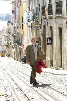 Raimund (Jeremy Irons) fremd in Lissabon  © 2013 Sam Emerson / Concorde Filmverleih