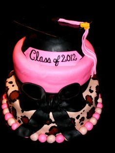 cheetah and pink graduation cake — Graduation  Graduation Party Ideas #DTGraduationParty