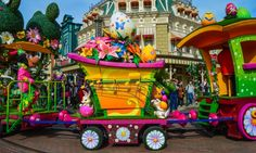Minne's Little Spring Train during Swing into Spring at Disneyland Paris