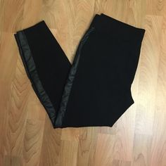 WHBM leggings Slightly used, black stretchy leggings! Size S- short/ petite, they run big so they can fit size M as well.  (rayon, nylon, spandex & non-leather material on the sides) White House Black Market Pants Leggings