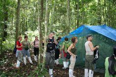 Grupo Insolit en Parque Nacional de Khao Yai, con las tiendas preparadas para comer